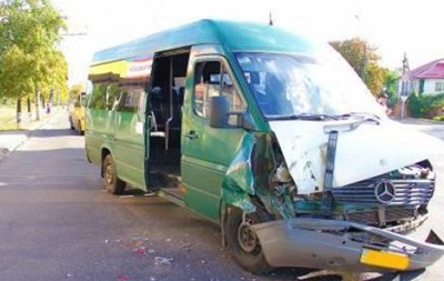 В Кривом Роге столкнулись две маршрутки: есть пострадавшие