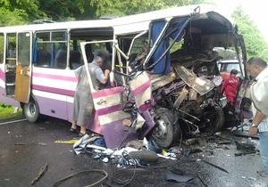 В ДТП в Волынской области погибли восемь человек: три иностранца, пятеро украинцев, 30 человек госпитализированы