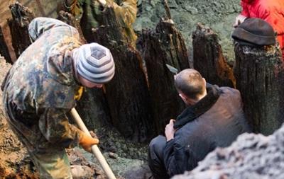 В Киеве археологи раскопали новые артефакты на Почтовой площади