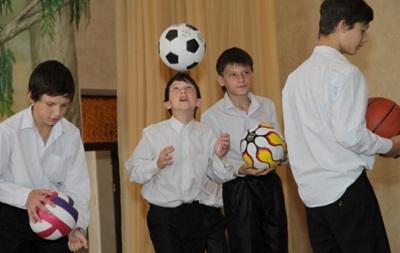 Дарио Срна передал подарки детям-сиротам Донбасса