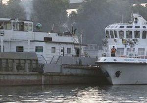 Во Владивостоке столкнулись катер и сухогруз, один человек погиб