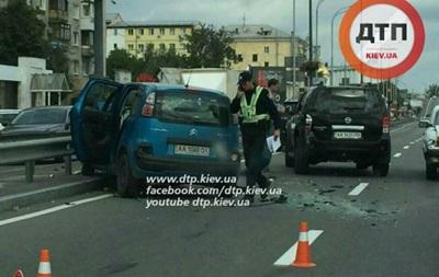 В Киеве на Почтовой площади столкнулись четыре автомобиля
