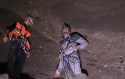 Под спальным районом Киева обнаружили пещеру, угрожающую провалом домов