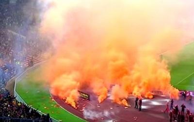 В Малайзии фанаты ярким огненным шоу сорвали матч отбора на ЧМ-2018