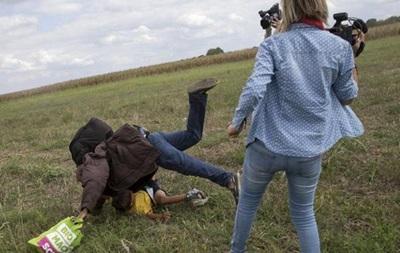 Венгерская журналистка извинилась за пинок ребенку-мигранту