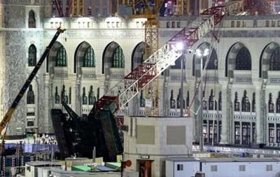 Саудовские власти винят сильный ветер в обрушении крана на мечеть
