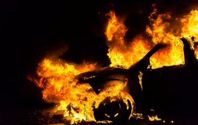 В спальном районе Киева за два часа сгорели семь машин