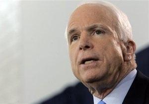 Маккейн призвал усилить давление на Украину