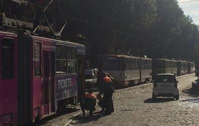 Во Львове сошел с рельсов трамвай