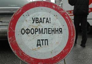 Трасса Киев-Одесса - ДТП - Участок трассы Киев-Одесса заблокирован из-за рассыпанных в результате ДТП бревен и кирпичей