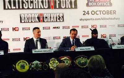 Тайсон Фьюри на пресс-конференцию с Кличко пришел в костюме Бэтмена