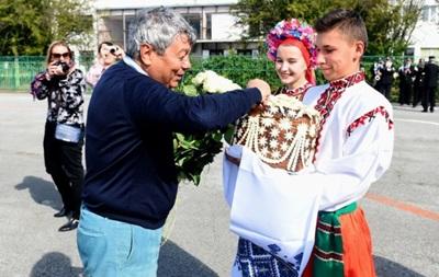 Оркестр и хлеб с солью: Как встретили Шахтер в Тернополе