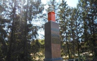 В Харьковской области снесли бюст Дзержинского