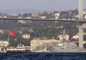 В Черном море раскололся надвое молдавский сухогруз