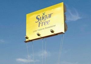 В Индии билборд запустили в воздух