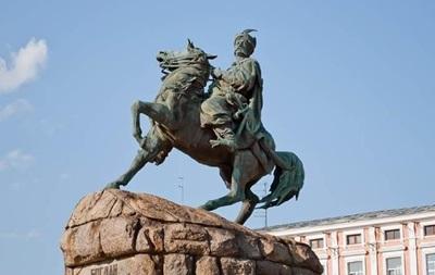 В Киеве 'ожил' памятник Богдану Хмельницкому