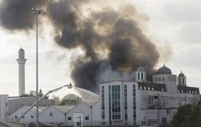 В Лондоне горит одна из крупнейших мечетей Европы