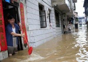 Во время проливных дождей в Китае погиб 51 человек