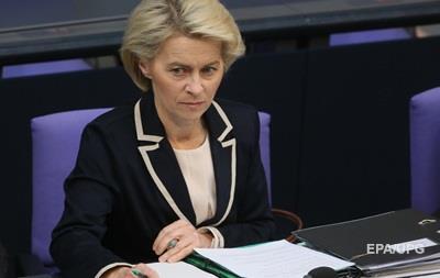 Глава Минобороны ФРГ: Россия должна участвовать в борьбе с ИГ в Сирии