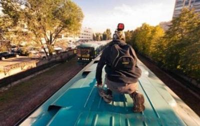 Под Киевом погиб 12-летний парень, пытаясь сделать селфи на поезде