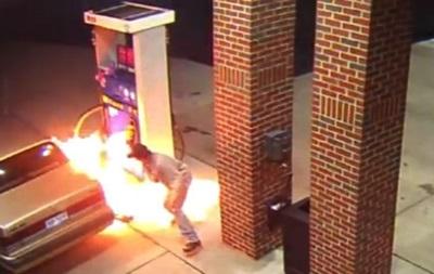 Американец чуть не сжег заправку в попытке убить паука