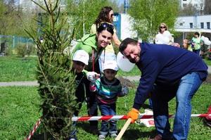 PROMENADA CENTER подарил детям парк, сохранив жизнь новогодним ёлкам