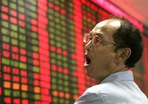 Азиатские рынки акций упали из-за дешевеющего сырья