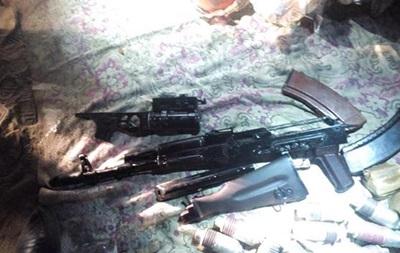 На въезде в Днепропетровск задержали авто с оружием