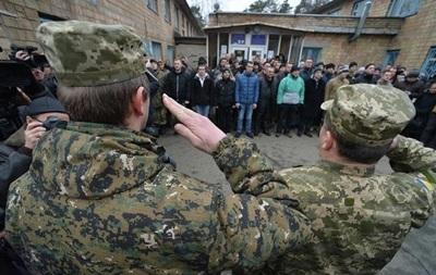 За провал мобилизации Полторак понизил 20 военкомов
