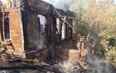Под Черниговом ВАЗ врезался в дом и взорвался