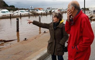 Жертвами наводнения во Франции стали уже 12 человек