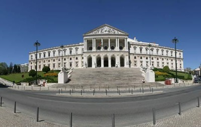 Португальцы выбирают парламент