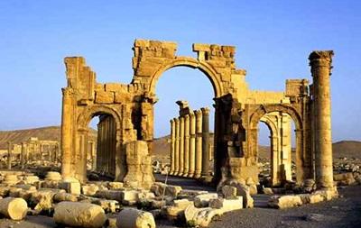 Боевики ИГ уничтожили Триумфальную арку в Пальмире