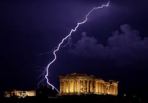 После референдума о принятии помощи ЕС Греция может лишиться денег и выйти из еврозоны