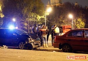 В Москве участник уличных гонок сбил зрительницу