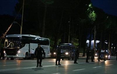 В Албании забросали камнями автобус с игроками сборной Сербии