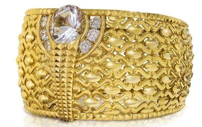 В ОАЭ показали 58-килограммовое золотое кольцо