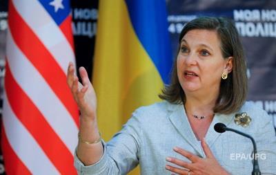 Нуланд: США призывают Россию списать часть долга Украины