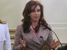 По поручению жены экс-президент Аргентины летит в Колумбию