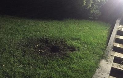 Появились фото с места взрыва гранаты у дома Кивалова