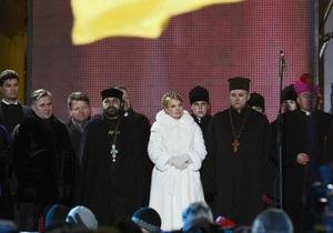 Тимошенко помолилась за Украину на Софийской площади в Киеве