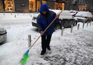 В Киеве за неубранный снег будут штрафовать. Убирать столицу позовут дворников из пригородов