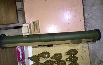 В Киеве задержали мужчину с крупной партией оружия