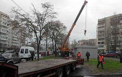 В Киеве стало негде хранить демонтированные ларьки