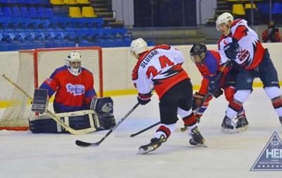Хоккей: Дженералз забросили 10 шайб Льдинке и вернулись в лидеры