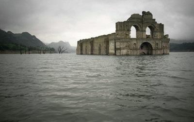 В Мексике из-под воды возник древний храм
