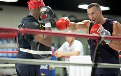 Кличко возобновил после травмы полноценную подготовку к Фьюри