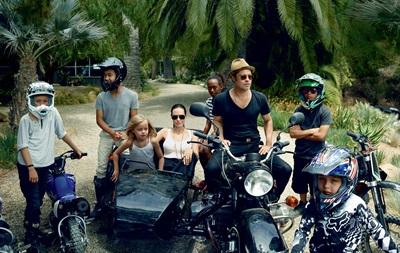 Анджелина Джоли и Брэд Питт снялись в семейной фотосессии