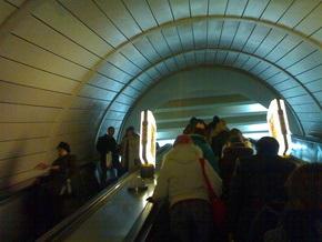 На станции киевского метро Золотые ворота эскалатор закрыли на ремонт