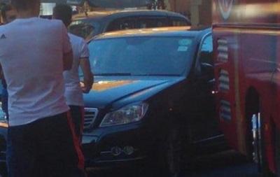 Неудачный день водителя Баварии: Авария с игроками и штраф за стоянку